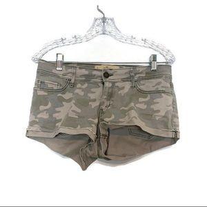 HOLLISTER | green camo shorts
